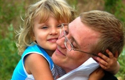Поширеною є помилка деяких молодих матусь, які вважають, що немає необхідності активно залучати тата до виховання їхньої спільної дитини.
