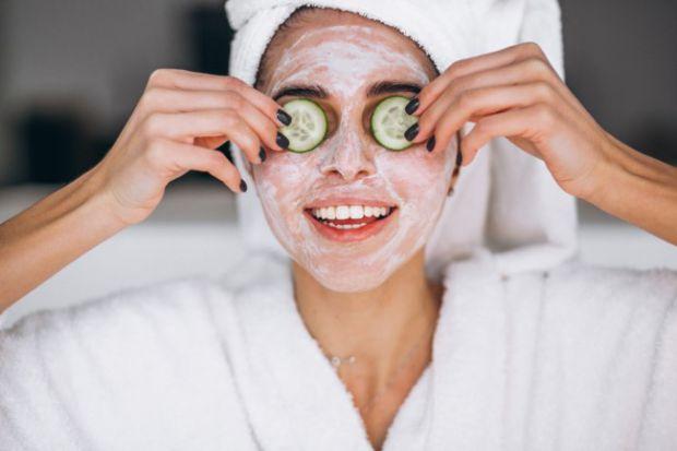 Зубна пастаРекомендації замазати обридлі прищики або чорні точки зубною пастою і залишити на ніч вже давно стали класикою жанру серед beauty-порад у м