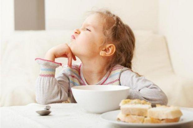 Коли дитину заштовхують їжею, вона звикає відчувати себе вимушеною до чого-небудь в житті. Це психологія раба!
