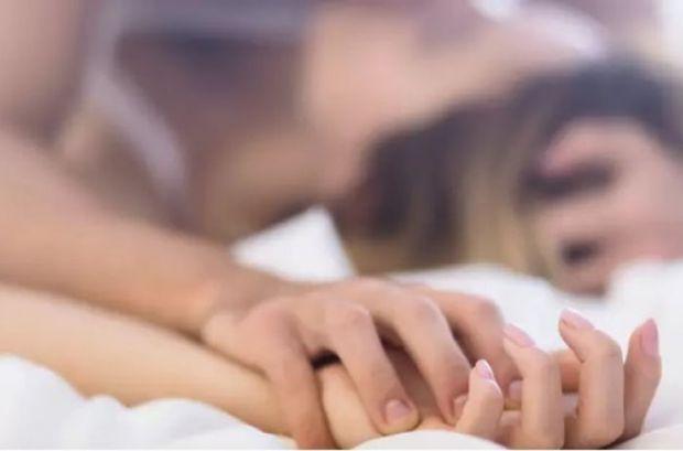 На думку дослідників, при регулярному занятті сексом в людському організмі виробляється гормон окситоцин, який забезпечує молодість і красоту.