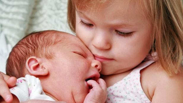 Якщо це ваш перший малюк, вам буде корисно переглянути наше відео і дізнатися, в чому полягає догляд за новонародженим хлопчиком, щоб завжди відчувати
