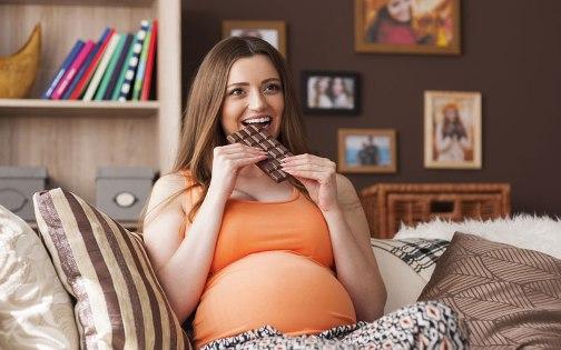 Вагітна жінка мусить пам'ятати, що її раціон є фундаментом для розвитку малюка. Тому дуже важливо їсти корисну їжу і виключити те, що може погано впли