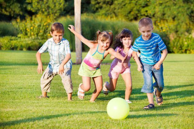 Чим частіше батьки практикують ігри з дітьми, які потребують неабиякої фізичної активності, тим нижчий ризик розвитку у дитини тривожних станів. До та