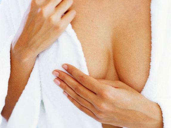 Жінки сходять з розуму, щоб мати пружні і підтягнуті груди.