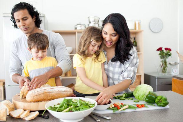 Правильно кажуть: виховуйте не дитину, а себе, адже вона перейме всі ваші звички та риси. Повідомляє сайт Наша мама.