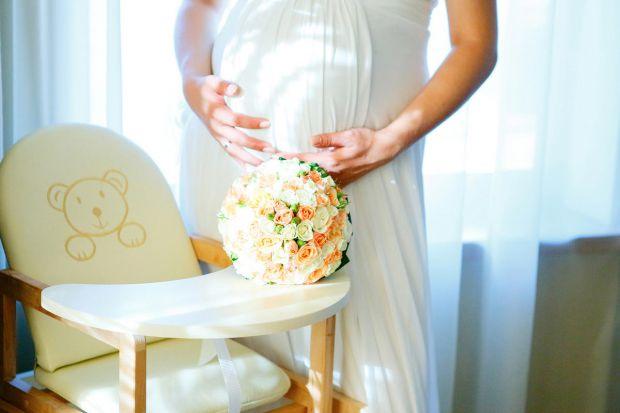 На 30-му тижні вагітності жінка йде у декретну відпустку, а після її закінчення, за бажанням, йде у відпустку по догляду за дитиною до досягнення нею