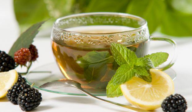 Наукові співробітники встановили, що зелений чай може знизити шанси розвитку ожиріння у людей, а також покращує роботу кишечника.