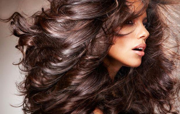 За допомогою різних продуктів харчування, безумовно, можна поліпшити стан волосся. Ось що рекомендує для цього народна медицина.