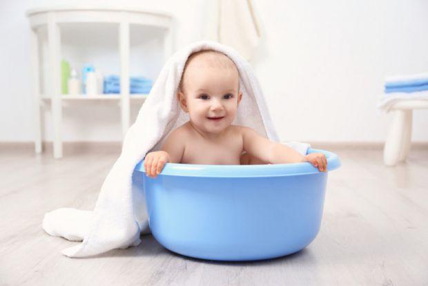 Коротко про миючі засоби для першого купання малюка повідомляє сайт Наша мама.