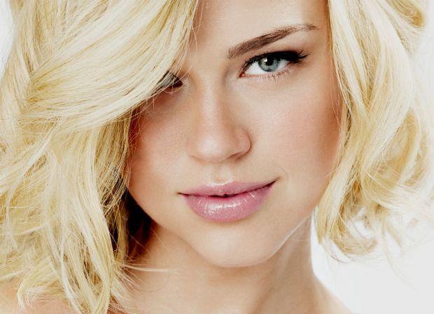 В макіяжі блондинок немає і не може бути правил: золотоволосій красуні дозволено все! Але на практиці в щоденному макіяжі все набагато складніше.