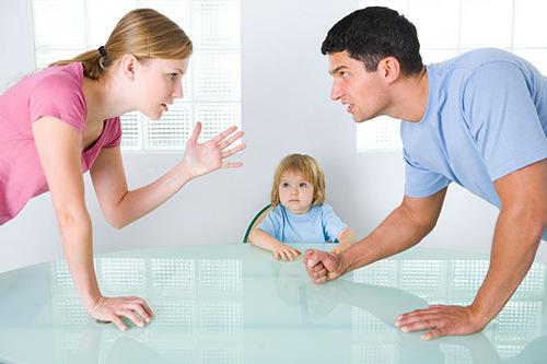 Не так легко батькам доступно і правильно донести до дитини, що більше мама з татом не можуть жити разом...