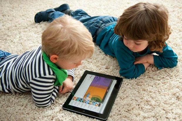 Вчені з Оксфордського університету дозволили підліткам довше проводити часу біля комп'ютера і телевізора. Читайте далі подробиці. Повідомляє сайт Наша