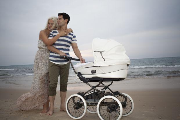 Подейкують, дружина Антона Вікторія знову вагітна.
