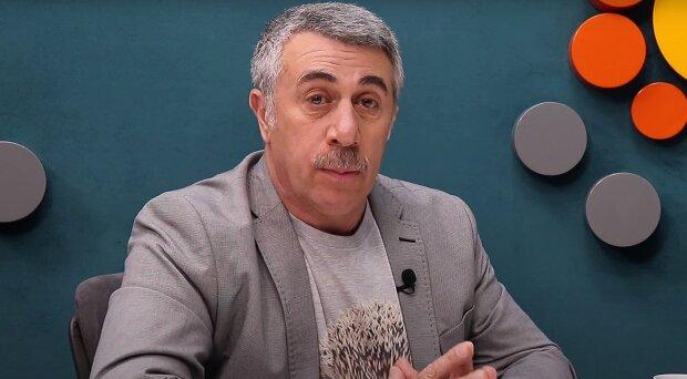 Відомий український педіатр Євген Комаровський частенько дає поради батькам про виховання і здоров'я дітей, і робить це різними каналами комунікації.