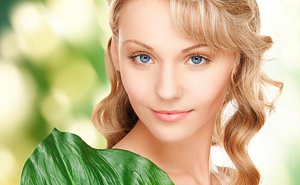 Вугрі - це хвороба сальних залоз шкіри. Захворювання викликається розмноженням бактерій в місцях закупорення пор. Як наслідок, виникає запалення, поче