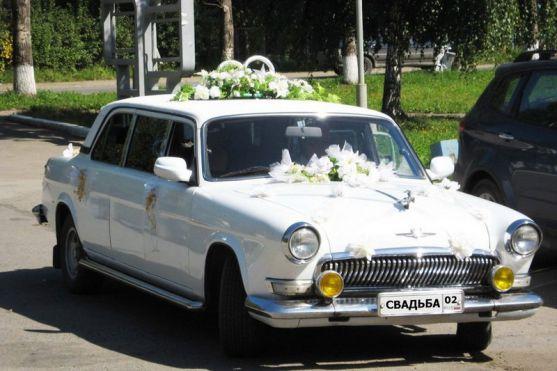 Якщо Ви любите екстравагантність та веселощі, і хочете ефектно постати перед гостями на весіллі, Вам необхідно замовити смішні машини для молодят.