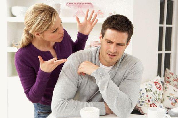Говорять, що чоловіки люблять очима, а жінки - вухами. Але останнім часом сильна стать чутлива до висказань, комплементів тощо. Тому не радимо говорит
