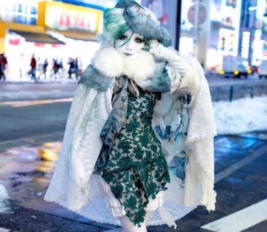 Мабуть, ви вже бачили, як виглядає вулична мода в Японії. Лоліти, косплеєри і любителі незвичайного одягу збираються в Харадзюку (Токіо).Ми підібрали