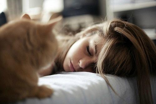 У результаті дослідження було виявлено, що жінки, які сплять з ввімкненим світлом, мають ширшу талію порівняно з тими жінками, які надають перевагу сн