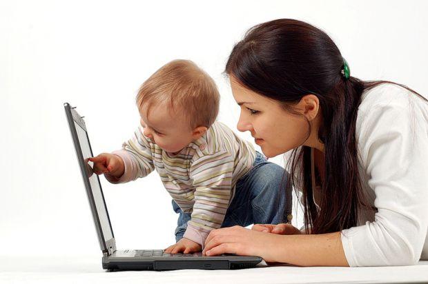 Багато батьків задаються питанням, скільки дитині можна сидіти за комп'ютером у різному віці? Відповідь читайте далі.