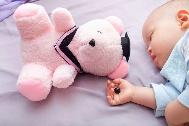 Навіть в такому дитячому питанні, як іграшки, є червона лінія, заступати за яку небезпечно для здоров'я і життя малюка. Від яких іграшок його точно по