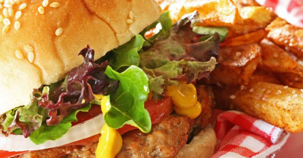 Якщо у людини в раціоні є надлишок жирної їжі, вона зіткнеться з порушенням мікрофлори кишечника. Підсумком може стати діабет, серцево-судинні захворю