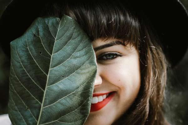 У догляді за собою важливо не переборщити. Яких помилок не можна допускатись у догляді за обличчям і волоссям?