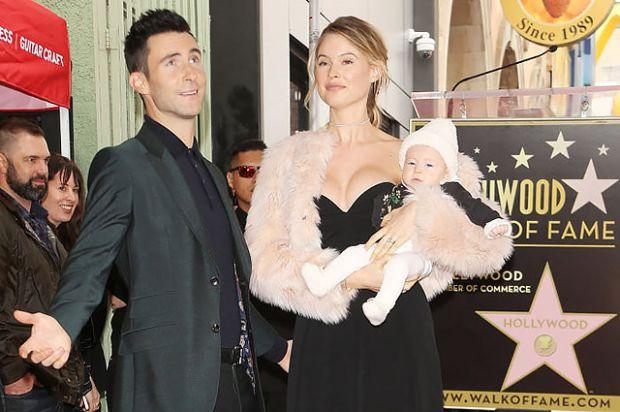 Відома модель повідомила про народження малюка, як завжди, оригінально