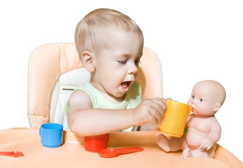 Дитячі психологи зауважили цікавий факт: хлопчики воліють грати з ляльками, а зовсім не з машинками і вантажівками.