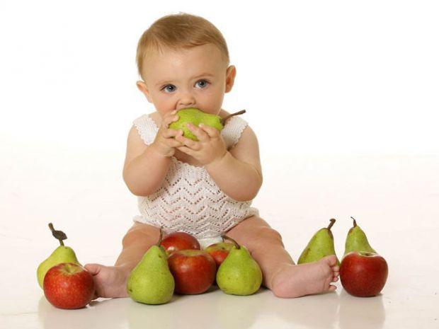 Грушки доволі корисні для малюків, цей фрукт вводять в дитячий раціон одним з перших.