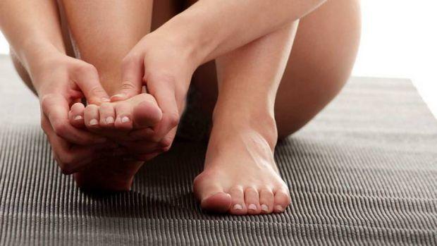 У деяких жінок після вагітності збільшується розмір ноги, з чим це пов'язано - читайте далі.