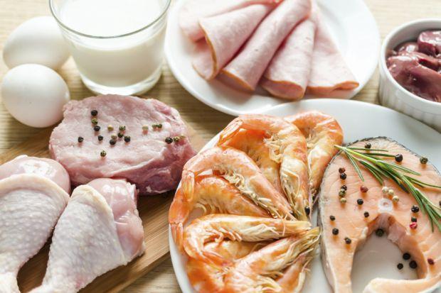 Зниження споживання білка і збільшення споживання здорових вуглеводів, таких, як свіжі фрукти і овочі, продукти з цільного зерна і бобові, може бути к