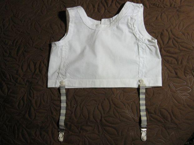 Ліфчиком довгий час називали не тільки жіночу нижню білизну. До другої половини 1960-х років ліфчик був предметом одягу та дитячого гардеробу. Тоді йо