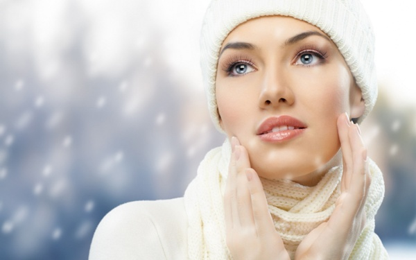 Власниці жирної або ж комбінованої шкіри краще за інших знають про такі неприємності, як розширені пори, докучливий жирний блиск, чорні точки і період