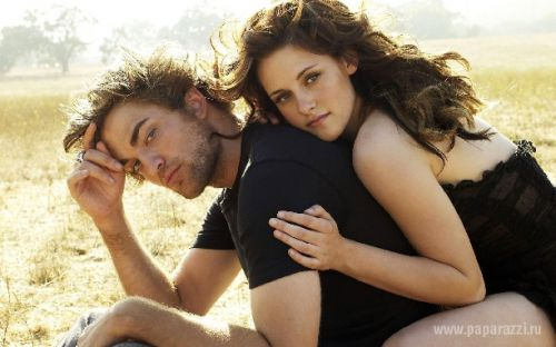 Іноді кохання трансформується із кіно в реальне життя. Рейтинг найромантичніших пар Голлівуду демонструє найкрасивіші стосунки між знаменитостями.