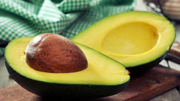 Вважається, що авокадо надзвичайно корисний продукт. Це дійсно так, визнають дієтологи, але може і завдати шкоди організму.