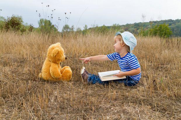 Чому дитина придумує уявних друзів? Деякі причини, які розповідають, навіщо дитя вигадує друзів.