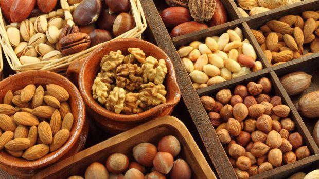 Горіхи в харчуванні є важливим джерелом поживних речовин. Отож смакуйте ними на здоров'я!