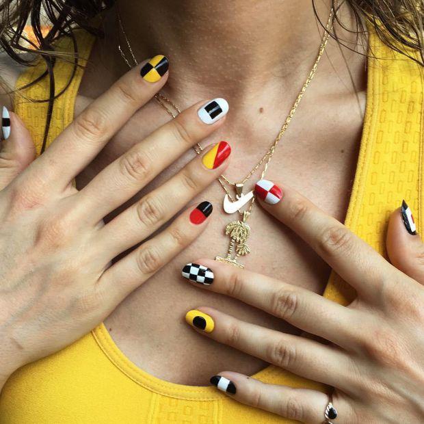 Думаєте, що намалювати на нігтях, тоді завітайте на сторінки Instagram цих 3-х б'юті-блогерів та знайдіть свій варіант.