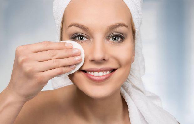 Вмиваєтеся серветками для зняття макіяжуЗнаємо, що багато людей звикли до зняття макіяжу за допомогою серветок, адже це настільки просто, але чи замис