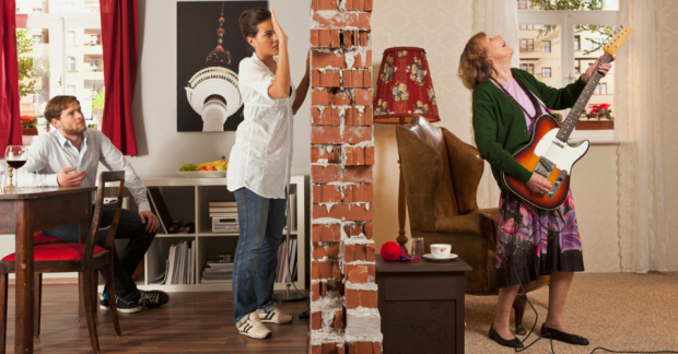 Є сусіди, яким заважають крики, біганина по квартирі ваших дітей, вони вважають вас поганою мамою, а ви їх - недоброзичливими сусідами. Що робити у та