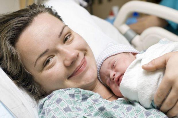 Все частіше українки звертаються до закордонних лікарів у питанні пологів. Але яка ціна такого задоволення для майбутньої мами?