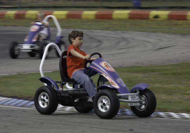 Каких только транспортных средств сегодня не встречается для детишек. Изготовители балуют родителей, предлагая всё новые и новые приспособления для ма