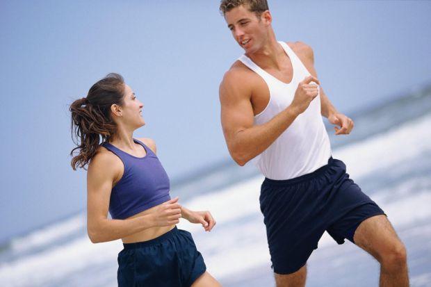 Дослідники рекомендують чоловікам вести рухливий спосіб життя і займатися спортом.