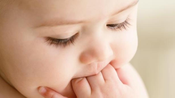 Найчастіше це захворювання проявляє себе в дитячому віці, коли організм ще не має опірності до інфекцій.