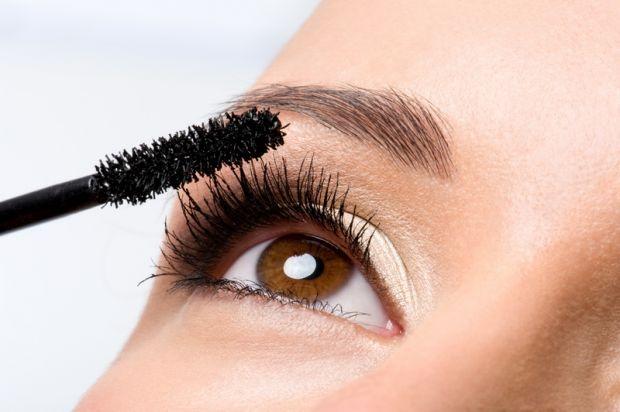 Не використовуйте її щодняСистематичне використання водостійкої туші небезпечне для здоров'я очей.