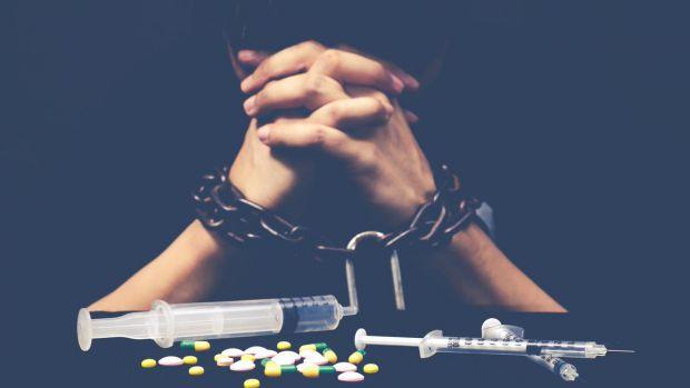 Очень распространенная проблема в мире, а особенно в нашей стране - алкоголизм и наркомания. Эти заболевания можно вылечить. Один из самых эффективных