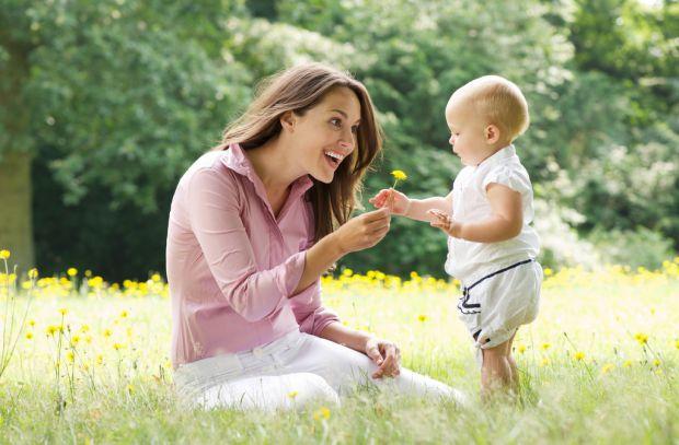 Дитина росте, і ви з нетерпінням чекаєте, коли ж вона почне говорити. Пускати процес формування мови на самоплив і просто чекати, коли малюк сам загов