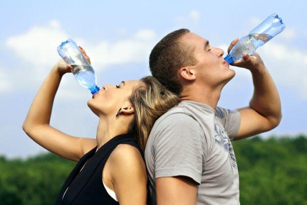 Навіть у вживанні чистої питної води потрібно дотримуватися помірності.Пиття води нерідко пропагується, як корисна звичка, — але в черговий раз експер