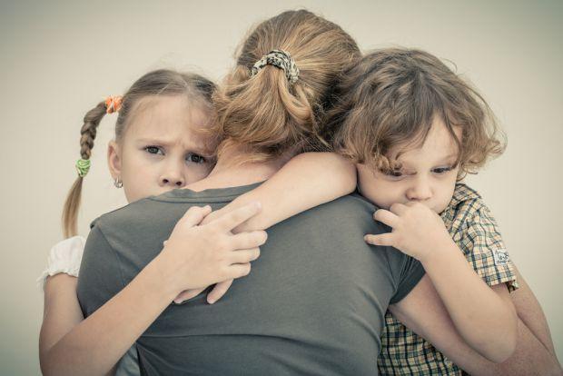 Не приховуйте факт і не обманюйте дитину про смерть близької людини. Будь-які розповіді про те, що померлий заснув, поїхав далеко - загрожують не тіль